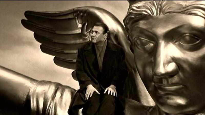 Bruno Ganz in una scena di IL CIELO SOPRA BERLINO di Wenders