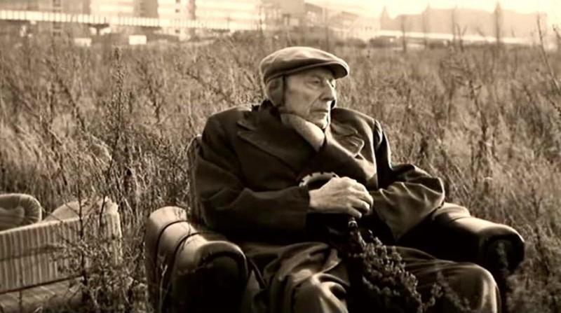 Curt Bois in una scena di IL CIELO SOPRA BERLINO