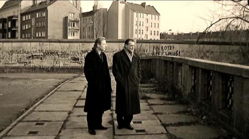 Otto Sander e Bruno Ganz in una scena di IL CIELO SOPRA BERLINO