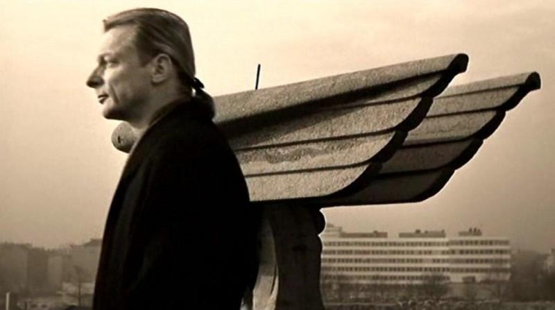Otto Sander nel film di Wenders IL CIELO SOPRA BERLINO