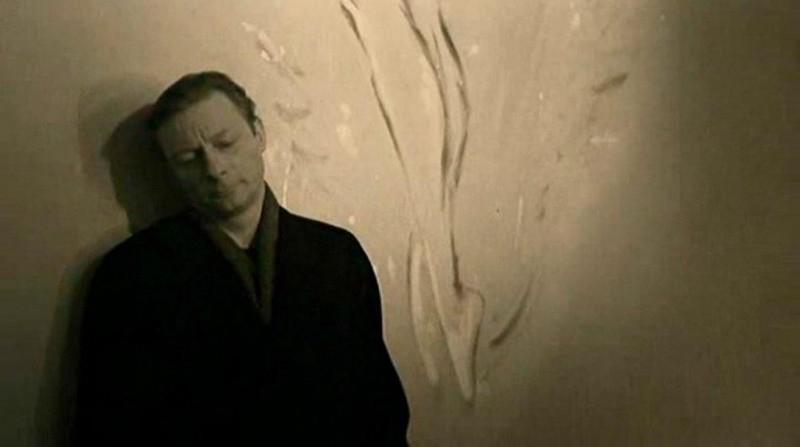 L'attore Otto Sander in una scena di IL CIELO SOPRA BERLINO (Der Himmel über Berlin)