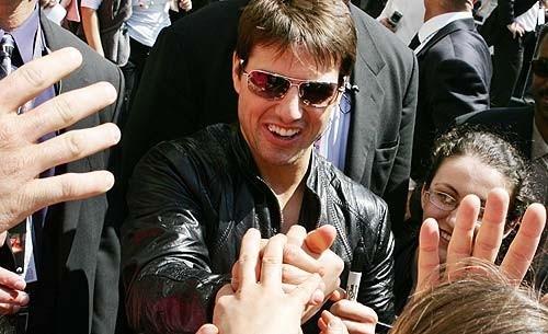Tom Cruise saluta i fan a Roma per l'anteprima mondiale di Mission: Impossible III