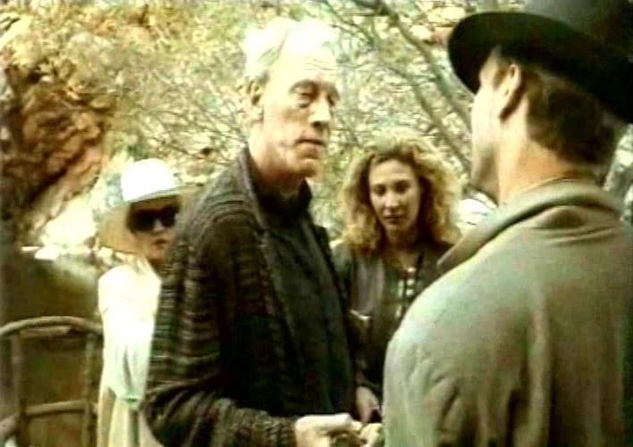 Jeanne Moreau, Max von Sydow, Solveig Dommartin e William Hurt in una scena di FINO ALLA FINE DEL MONDO