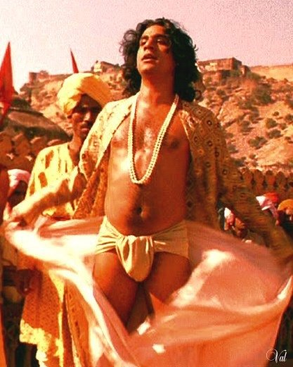 Naveen Andrews in una sequenza del film erotico Kama Sutra