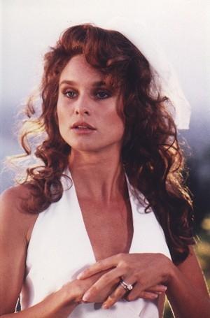 Nicollette Sheridan in una scena della mini serie televisiva 'Lucky/Chances' ispirata ai racconti di Jackie Collins