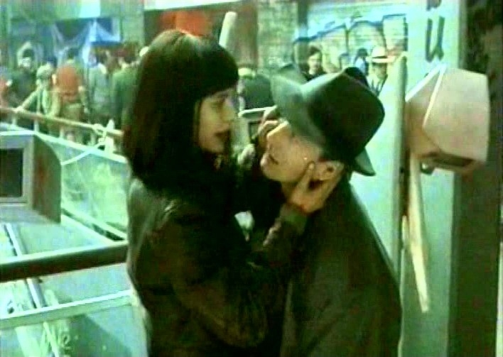 Solveig Dommartin e William Hurt in una scena del film Fino alla fine del mondo (1991)