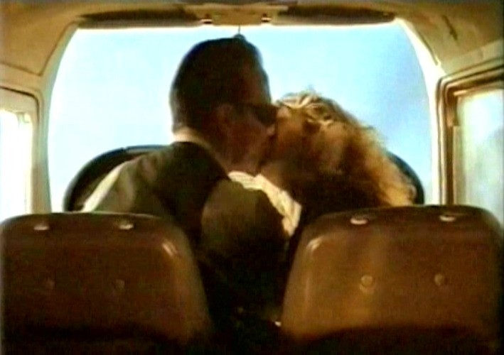 William Hurt e Solveig Dommartin in una scena di FINO ALLA FINE DEL MONDO