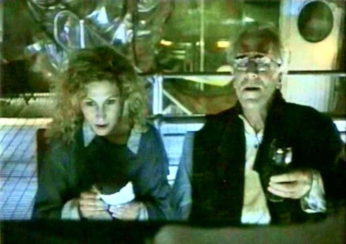 Solveig Dommartin e Max von Sydow in una scena di FINO ALLA FINE DEL MONDO