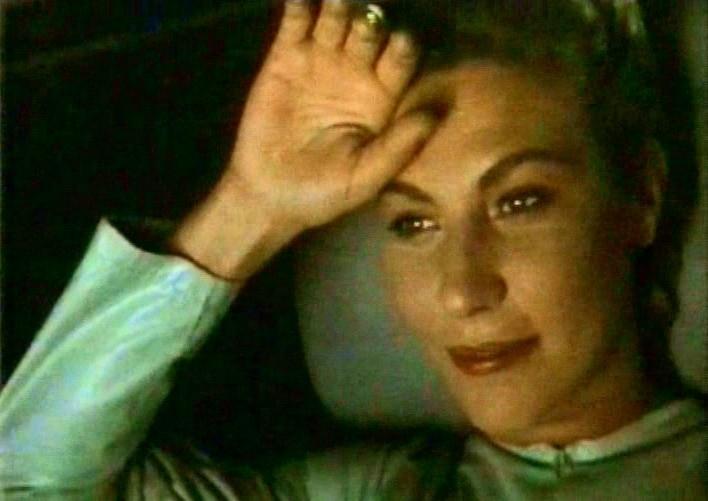 Solveig Dommartin in una scena del film Fino alla fine del mondo (1991)