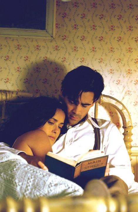 Colin Farrell e Salma Hayek in una bella immagine di Chiedi alla polvere