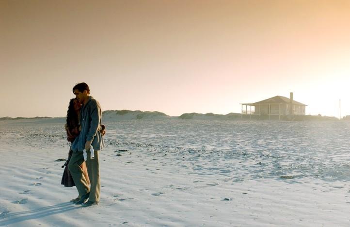 Una suggestiva immagine di Colin Farrell e Salma Hayek in Chiedi alla polvere