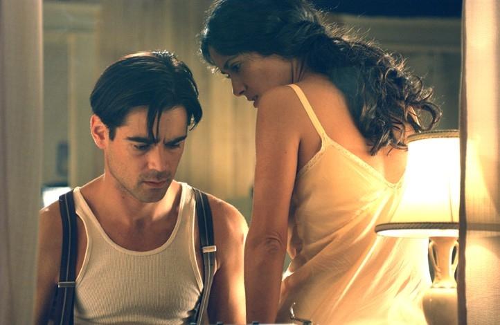Colin Farrell e la sensuale Salma Hayek in Chiedi alla polvere