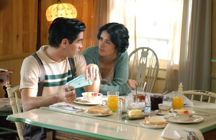 Colin Farrell e Salma Hayek in Chiedi alla polvere, ispirato a un romanzo di J. Fante