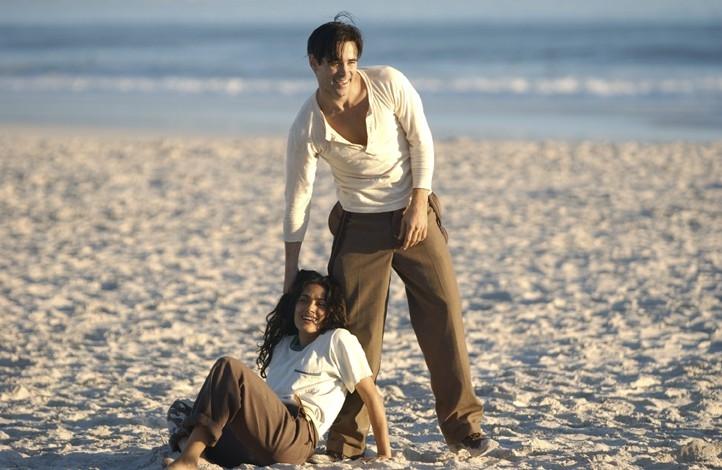 Colin Farrell e Salma Hayek nel film Chiedi alla polvere