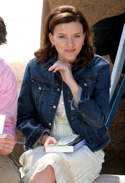 Scarlett Johansson sul set di The Nanny Diaries, nel 2007