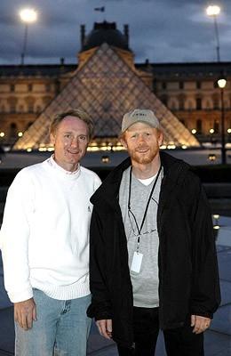 Dan Brown e Ron Howard sul set de Il codice Da Vinci