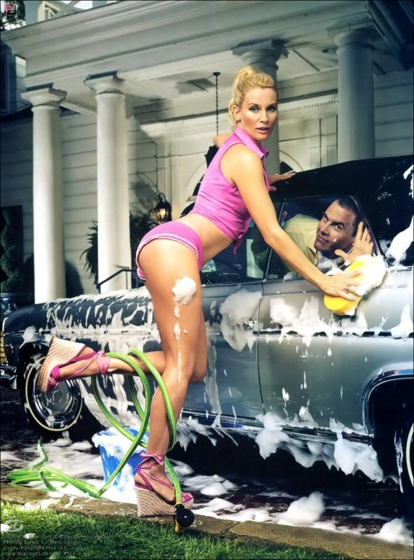 Nicollette Sheridan in una foto promozionale per Desperate Housewives