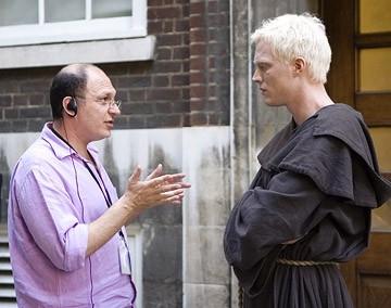 Paul Bettany ed Akiva Goldsman sul set de Il Codice Da Vinci