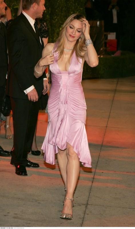 Madonna e suo marito Guy Ritchie (alle sue spalle)