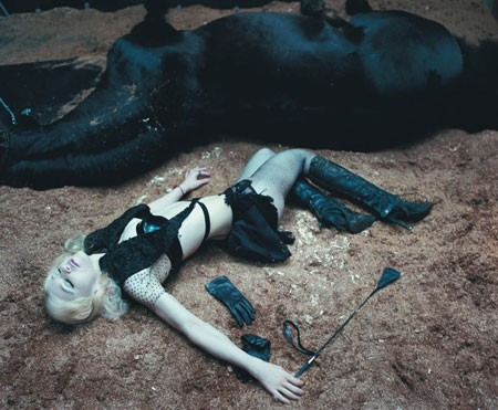 """Madonna fotografata da Steven Klein per il numero di giugno 2006 della rivista """"W"""""""