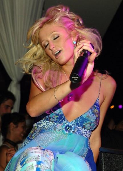 Paris Hilton promuove il suo primo album