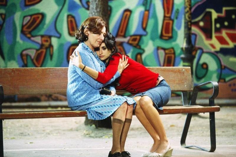 Carmen Maura e Penelope Cruz in una scena del film Volver
