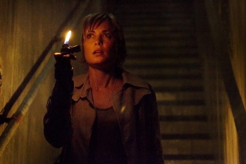 Radha Mitchell cerca di fare luce sugli spaventosi misteri di Silent Hill