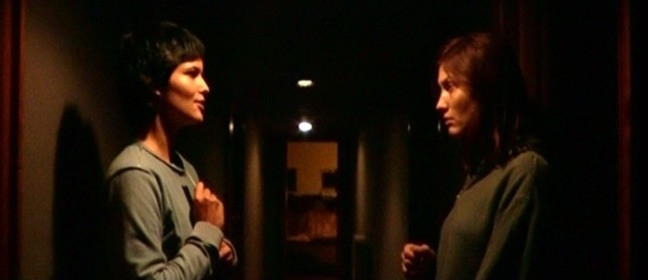 Mandala Tayde e Chiara Conti in una scena di H2Odio
