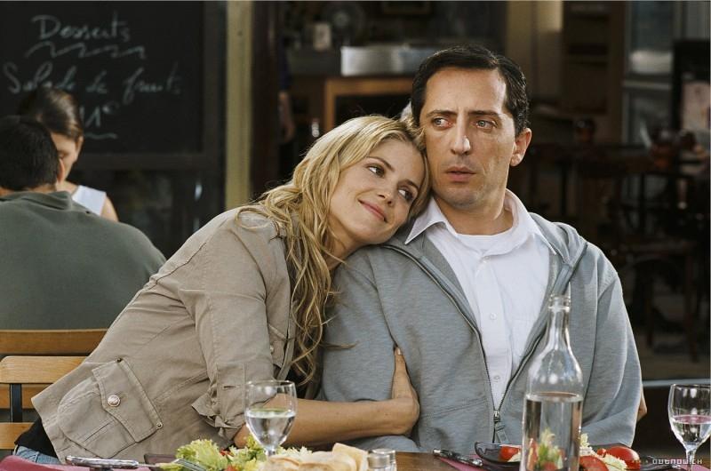Alice Taglioni e Gad Elmaleh in una scena del film Una top model nel mio letto