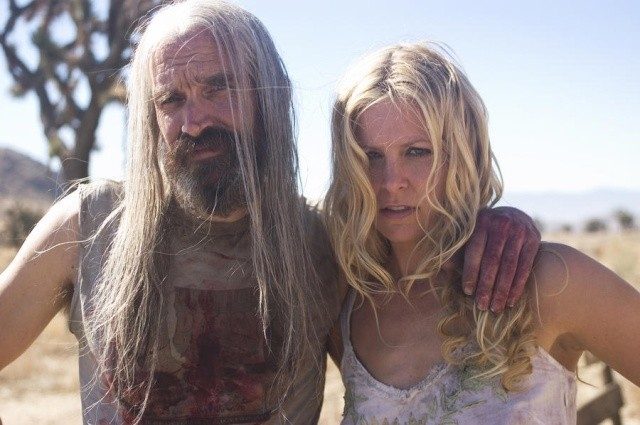 Bill Moseley e Sheri Moon in una scena del film La casa del diavolo