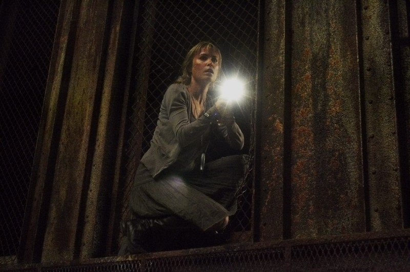 L'attrice Radha Mitchell in una sequenza di SILENT HILL
