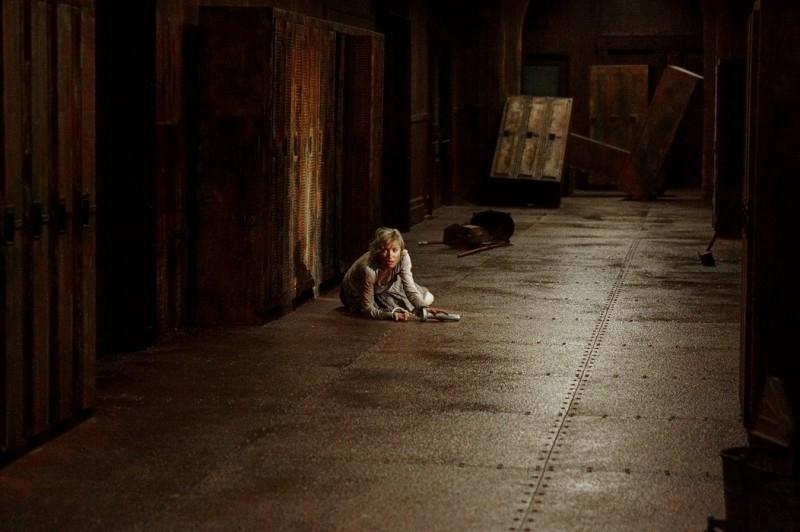 Radha Mitchell in una immagine dell'horror SILENT HILL