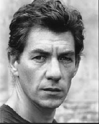 Un bel ritratto in bianco e nero di Ian McKellen