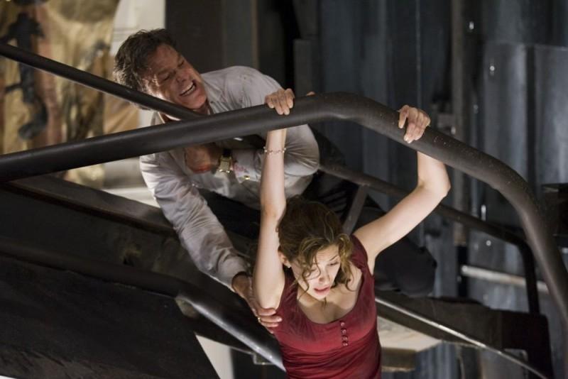 Kurt Russell e Emmy Rossum in una scena del film Poseidon