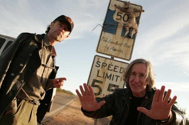 Il direttore della fotografia Christian Sebaldt e Mick Garris sul set di 'Desperation'