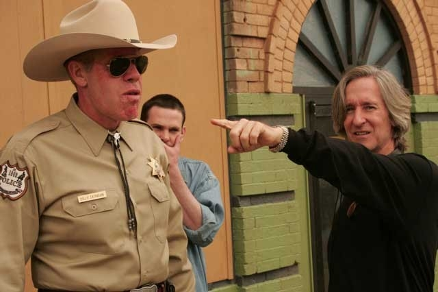 Ron Perlman e Mick Garris sul set di 'Desperation'
