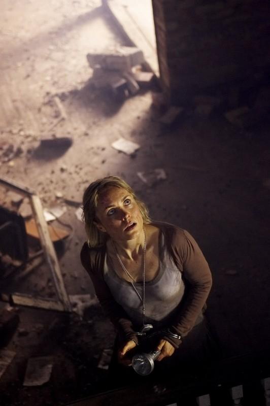 Radha Mitchell in una scena di SILENT HILL, per la regia di Christophe Gans