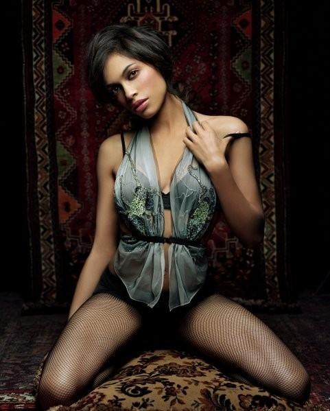 una sexy Rosario Dawson