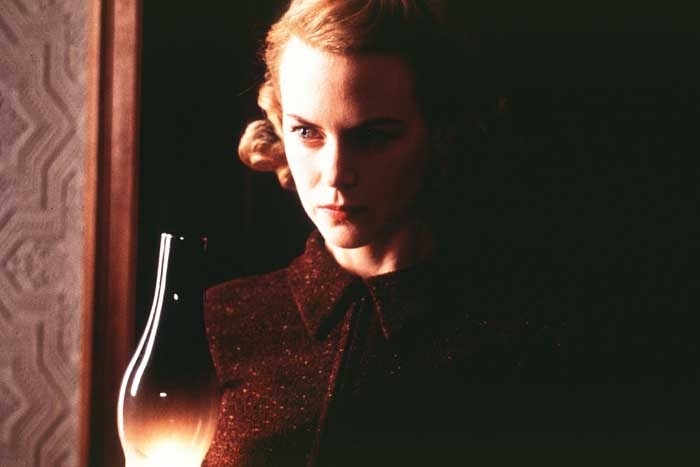 Nicole Kidman in una scena della ghost-story The Others
