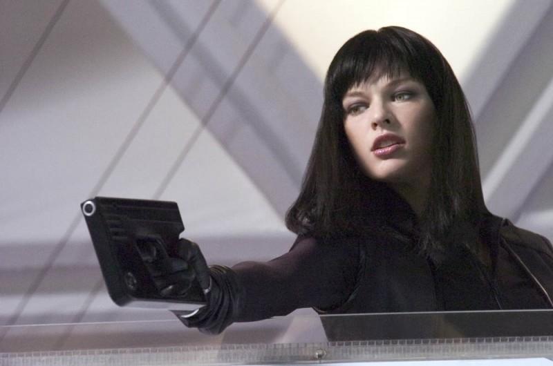 Milla Jovovich in una scena dell'action Ultraviolet