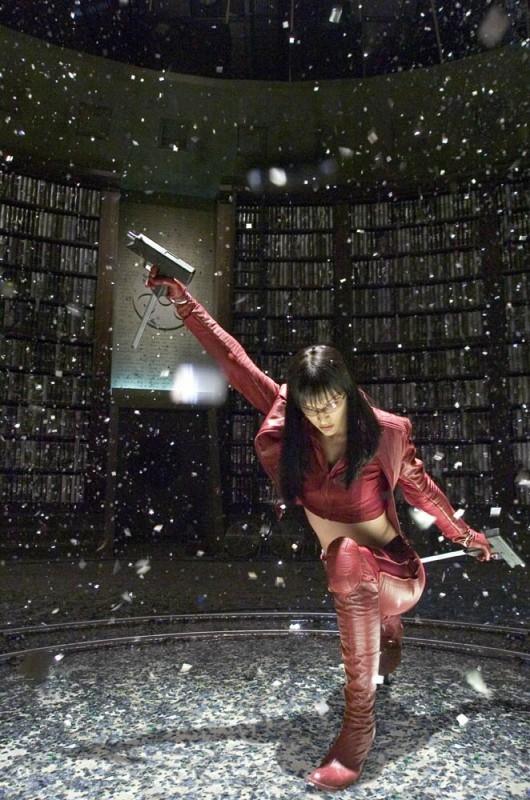 Milla Jovovich in azione una scena di Ultraviolet