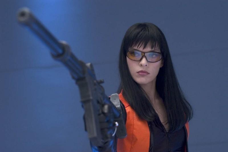 Milla Jovovich in una scena di Ultraviolet, per la regia di Kurt Wimmer