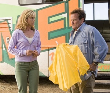 Cheryl Hines e Robin Williams in Vita da Camper