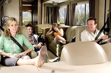 Cheryl Hines, Josh Hutcherson, Joanna 'JoJo' Levesque e Robin Williams in Vita da camper