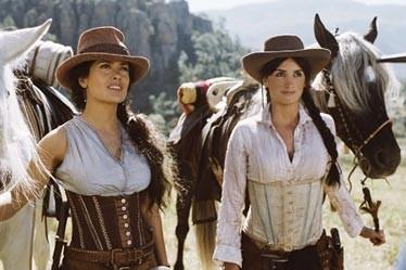 Salma Hayek e Penelope Cruz nel western Bandidas