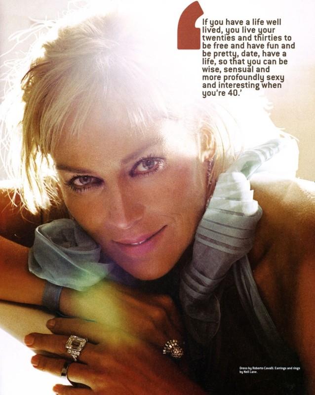 Sharon Stone in un servizio apparso su un magazine