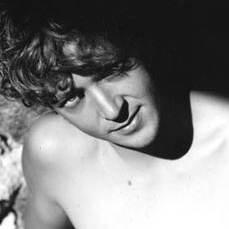 a torso nudo Silvio Muccino