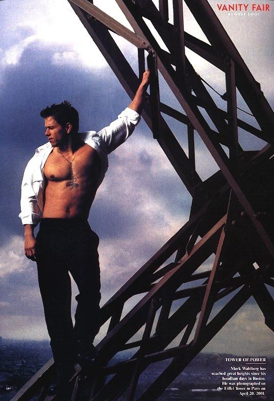 Mark Wahlberg in uno scatto sexy in cui mostra il suo fisico irresistibile