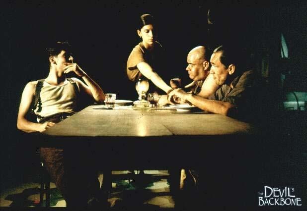 Una scena del film spagnolo La spina del diavolo