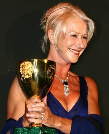 Helen Mirren con la Coppa Volpi per The Queen